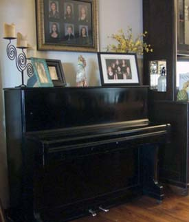 The philosophy of interior design decorating around an upright piano pictures of pianos in rooms - Piano for small space decoration ...